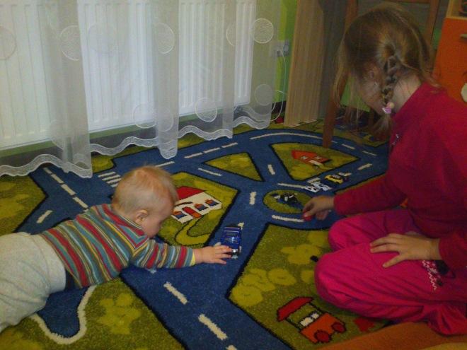 Перший килим в хаті ))