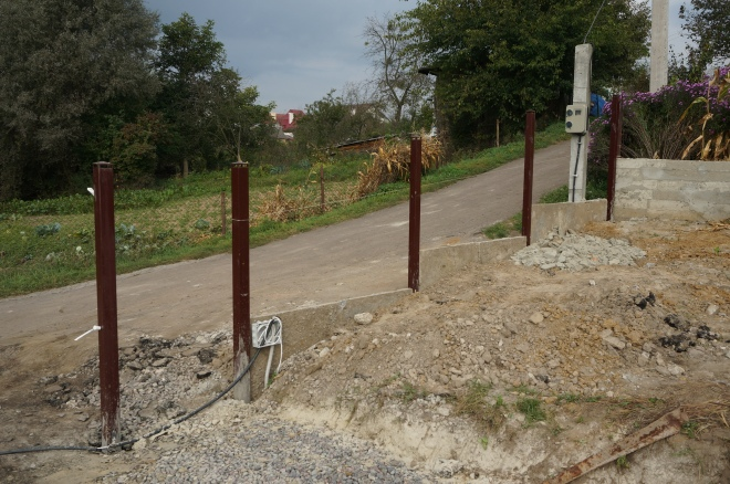 Фронтальний паркан сходинками
